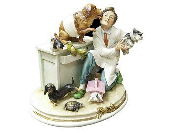 Статуэтка Ветеринар принимает благодарность
